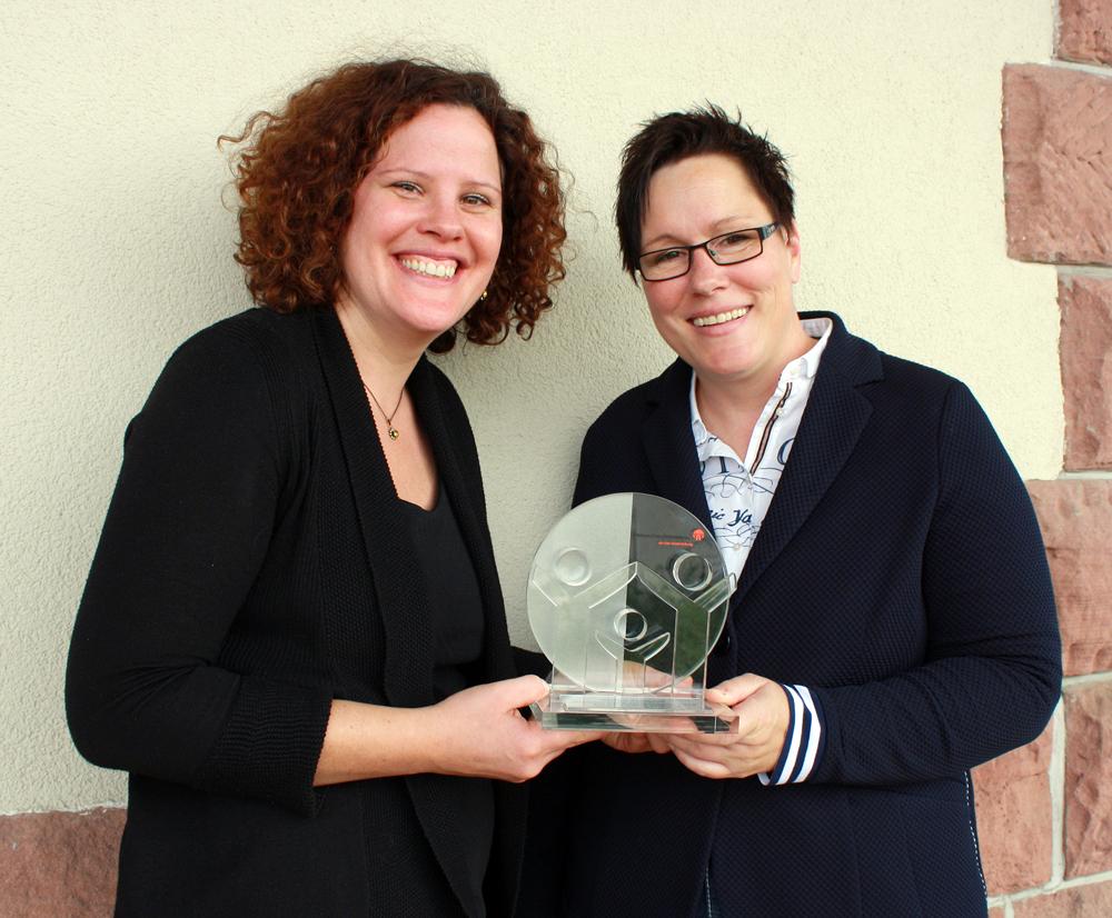 Vivian Pasquet und Kerstin Held mit Medienpreis