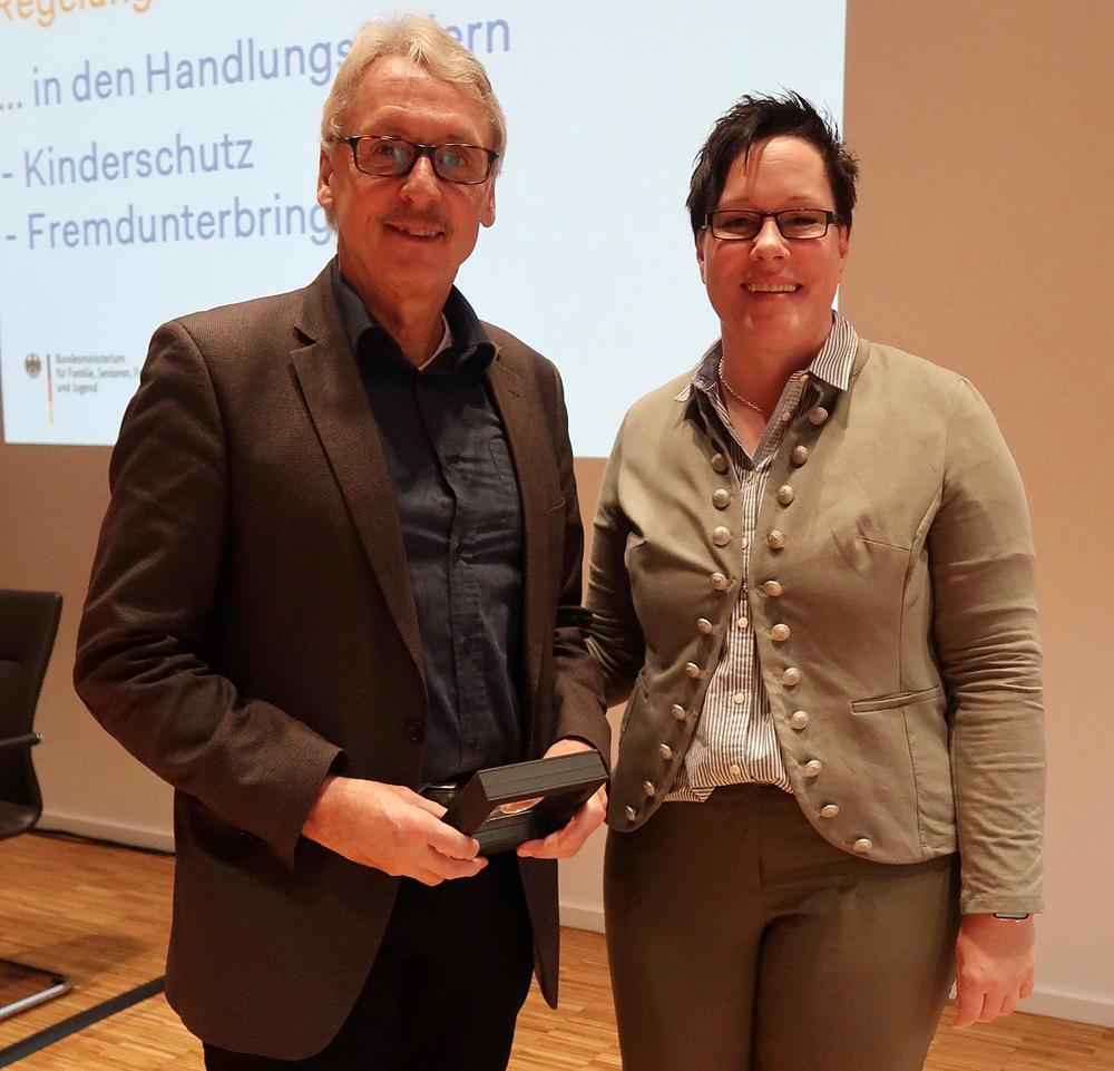 Norbert Müller-Fehling und Kerstin Held mit Medaille