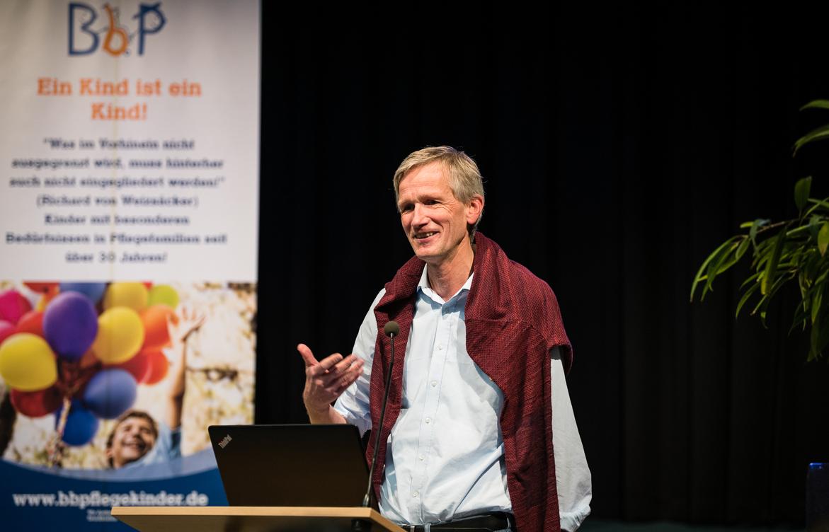 Prof. Dr. Wolfgang Schröer spricht auf der BbP-Fachtagung in Berlin. [Foto: Jacobia Dahm]