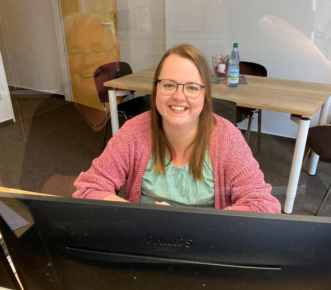 Sonja Kappelt an ihrem Arbeitsplatz in der BbP-Geschäftsstelle
